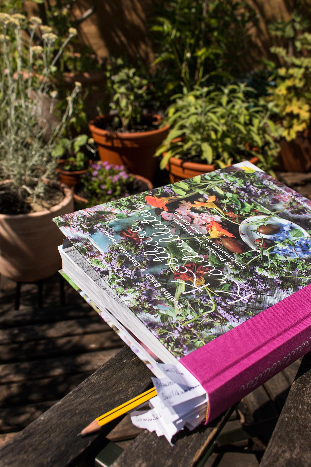 Kraeuterbluetenbuch